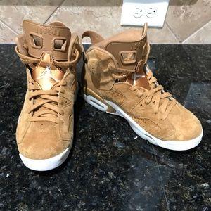 "Jordans Retro 6 ""Gold Harvest"""